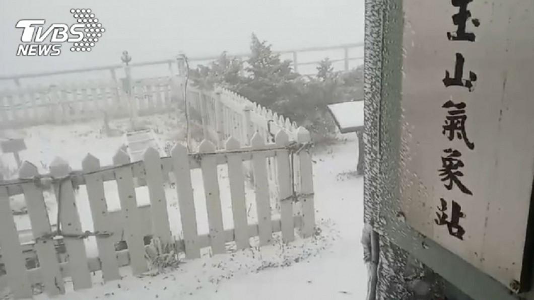 下雪示意圖/TVBS資料照 大衣先別收!投票日天氣超好 隔天玉山、合歡山有望降雪