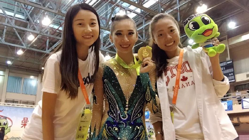 「體操精靈」宋語涵(中)曾在全大運體操項目奪三金一銀。圖/翻攝自 臉書