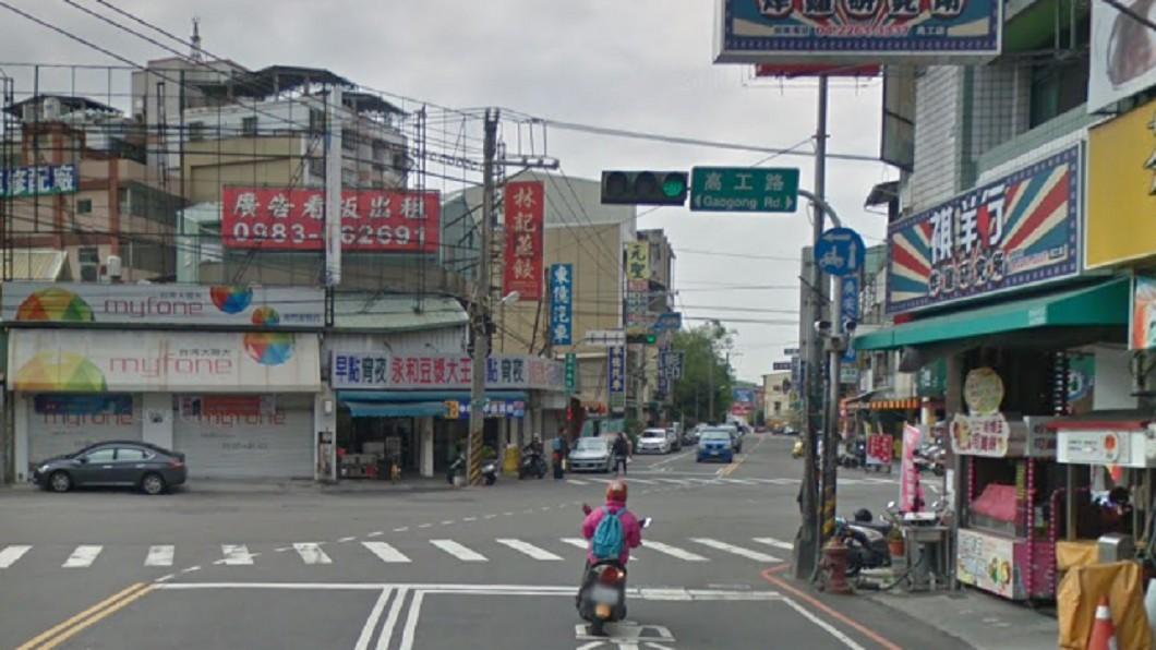 台中市美村南路、高工路口原本有兩段式左轉標誌,目前已移除。圖/翻攝自 Google地圖 亂開單拚業績? 騎士轟警拿假照片誆騙民眾