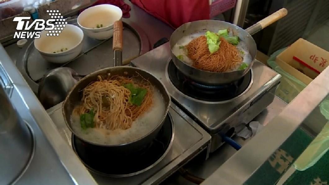 示意圖/TVBS 煮鍋燒麵嚐1口秒嫌「超難吃」 網笑:本體忘了加