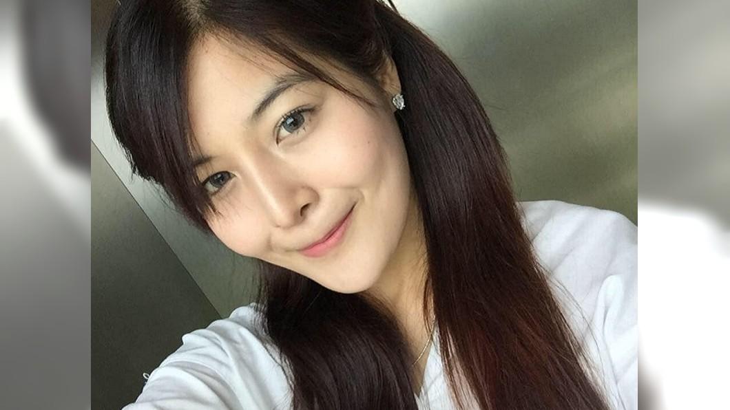 泰國正妹帕洋因罹患怪病,導致她窈窕的身材完全走樣,美麗的臉蛋也腫了一圈。圖/翻攝自Boonyawee Payung臉書 罹怪病!泰國正妹暴肥一圈 樂觀發對比照超勵志