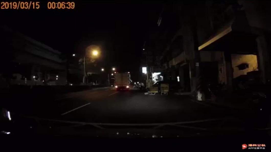 圖/翻攝自爆料公社臉書 台中傳女司機遭強摸性騷 地獄59秒影片曝「狂喊不要」