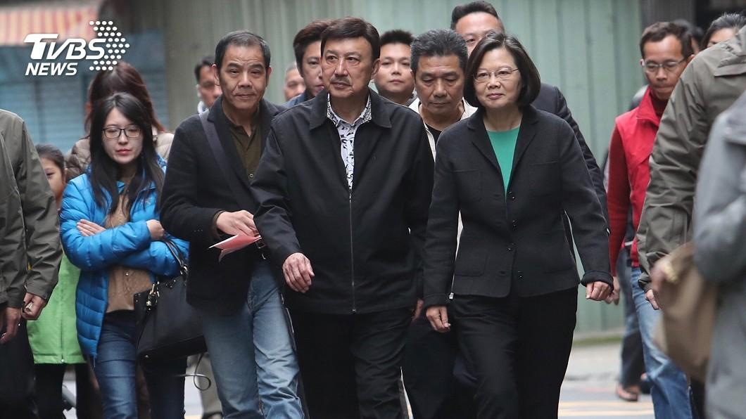 圖/中央社 立委補選投票日 蔡英文親出馬「陪余天投票」