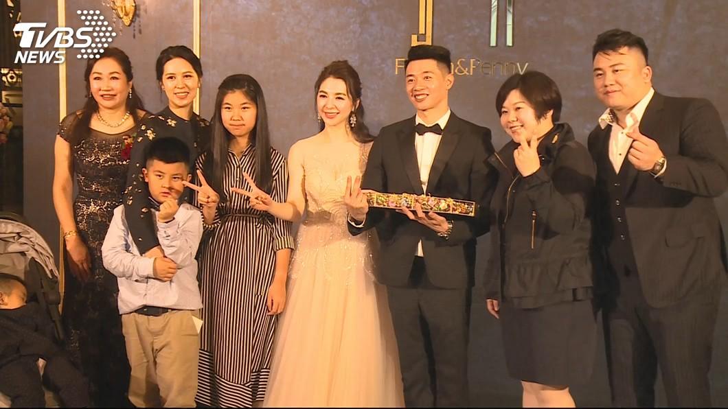 顏清標在3月時替二兒子顏仁賢和媳婦黃子涵補辦婚宴。資料照/TVBS