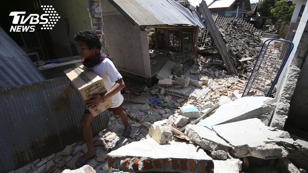 印尼龍目島17日下午發生規模5.5地震。圖/達志影像美聯社 印尼龍目島地震山崩 大馬媒體高層罹難