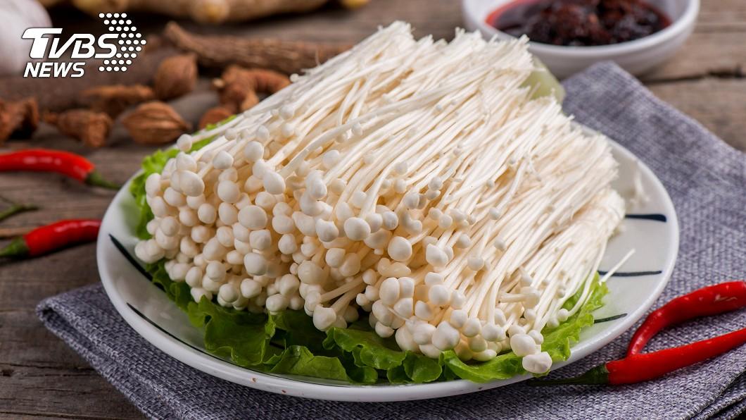 金針菇富含許多營養素。示意圖/TVBS 金針菇這樣煮!防癌還助甩脂肪 有心血管疾病更要多吃