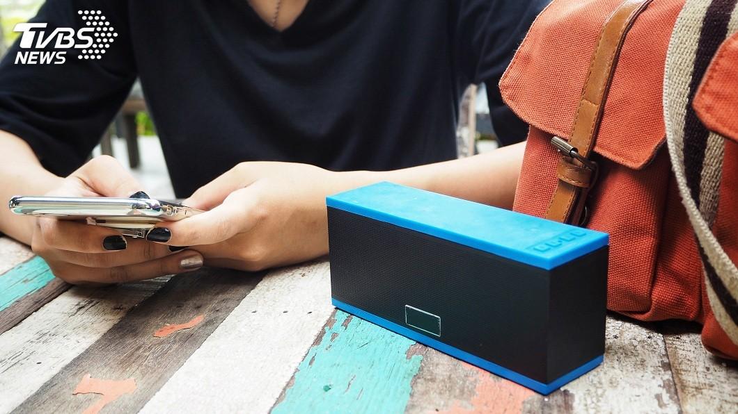 現在科技發達,不少人喜歡用藍芽音響聽音樂。(示意圖/TVBS) 藍芽音響遭陌生人錯連 連放4天「浪子回頭」他崩潰