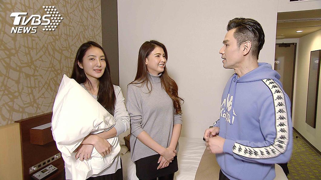 TVBS歡樂台《女人我最大》(左)吳速玲表示出國必帶自己的枕頭套。圖/TVBS