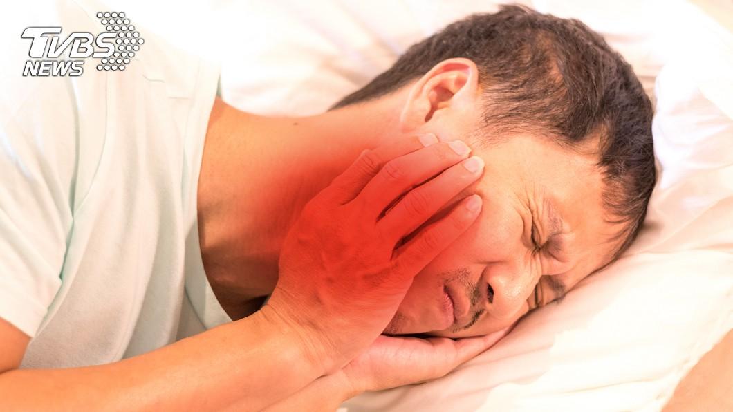 示意圖/TVBS 他牙痛怒拔「8顆」未好轉 檢查才發現是腦長瘤…