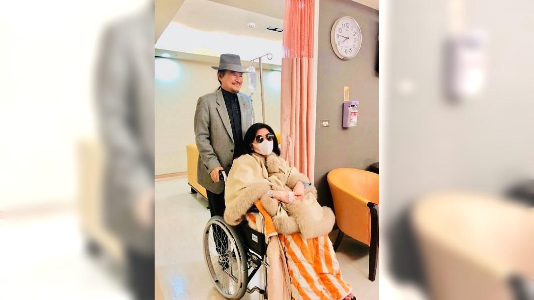 陳文茜接受摘除腫瘤的手術。圖/翻攝自「文茜的世界周報」臉書粉絲專頁 右肺也發現腫瘤 陳文茜樂觀:又是一片小蛋糕