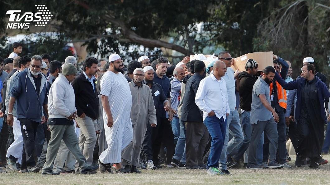 圖/達志影像路透社 基督城血案首批受害者安葬 數百人送最後一程