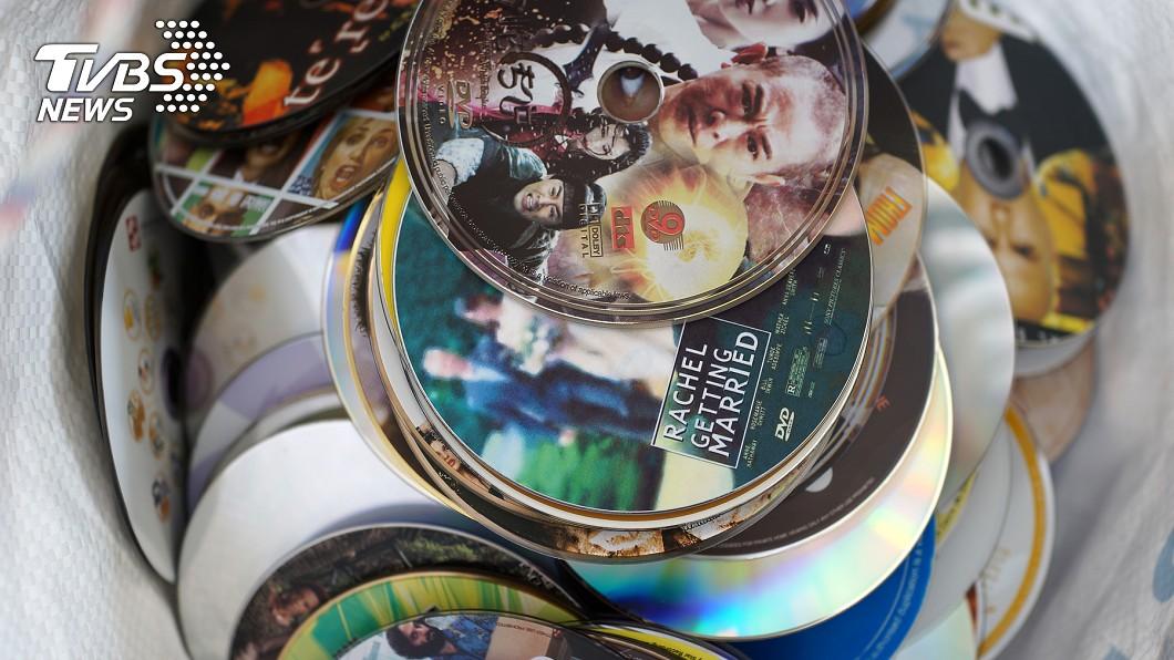 明明完全用不到,卻又不想丟掉的「生灰系」物品,CD、DVD列入第9名。圖/TVBS 這些東西好難斷捨離!10種大家一定都有的生灰物品