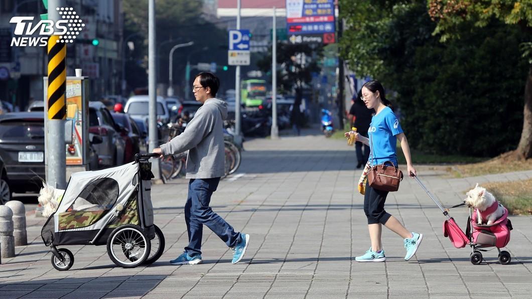 圖/中央社 各地天氣穩定暖熱 西半部金馬易有霧