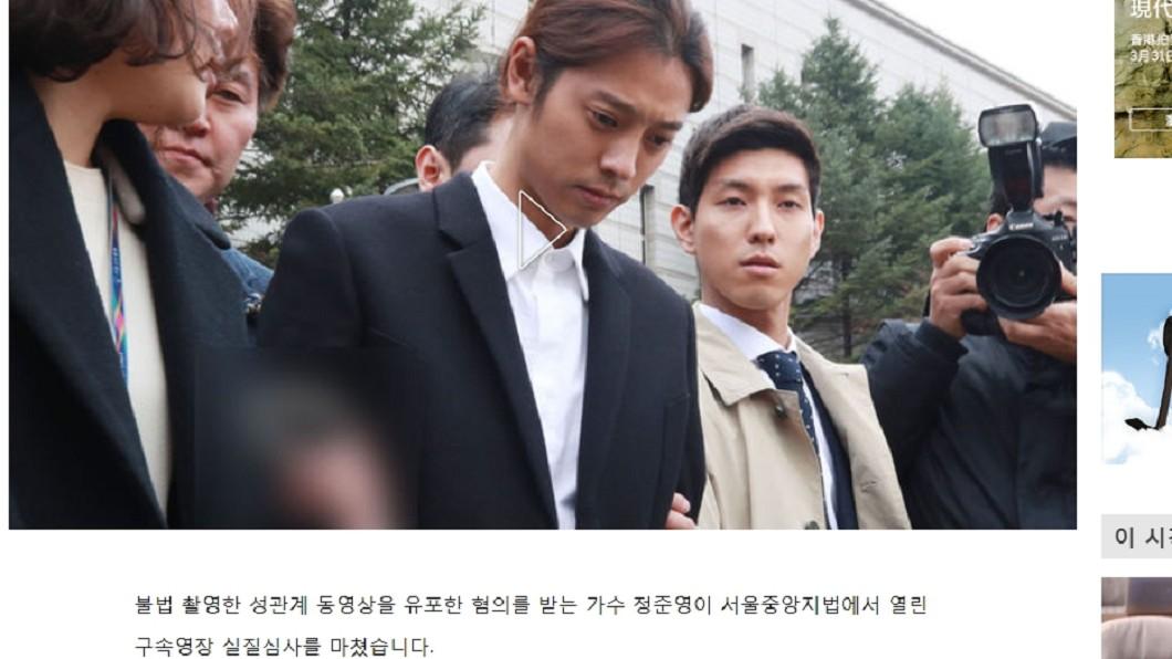鄭俊英今(21日)在媒體面前承認罪行。圖/翻攝自《SBS》 被抓了!南韓首位藝人遭下「逮捕令」 鄭俊英鞠躬謝罪
