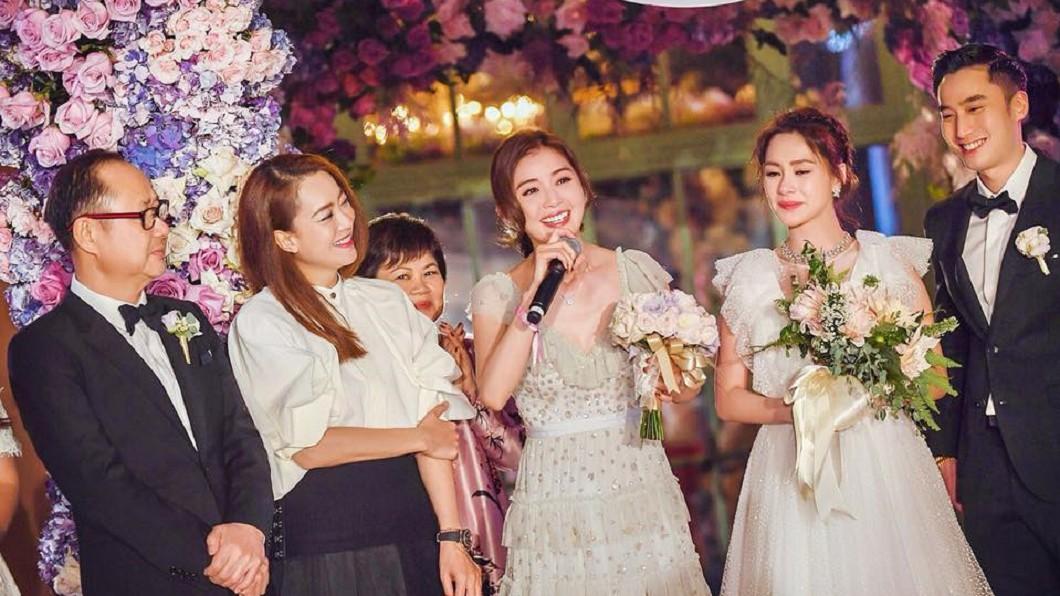 阿Sa(圖中)日前參加好姐妹阿嬌(右二)的婚禮。(圖/翻攝自Twins臉書)