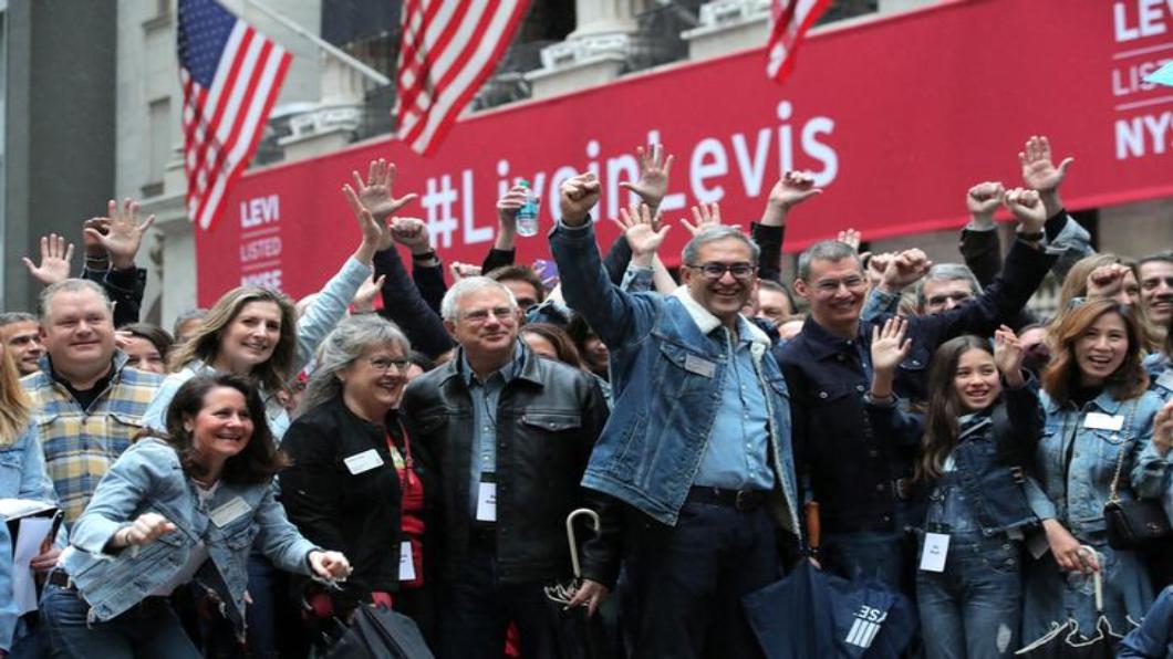 圖/達志影像路透 紐約交易所吹牛仔風 李維斯重掛牌上市