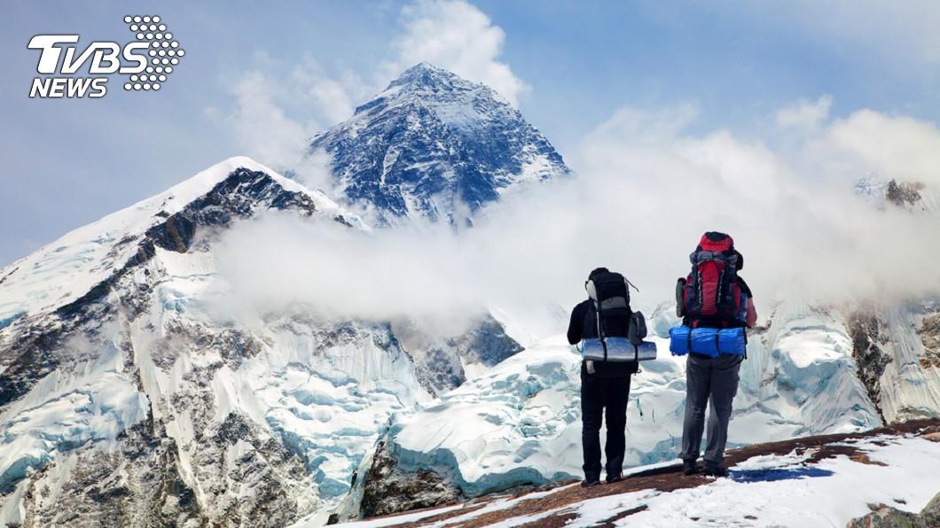聖母峰吸引大批登山者前往挑戰。示意圖/TVBS 世界最高「墳地」!聖母峰雪融 300遺體將逐漸露出