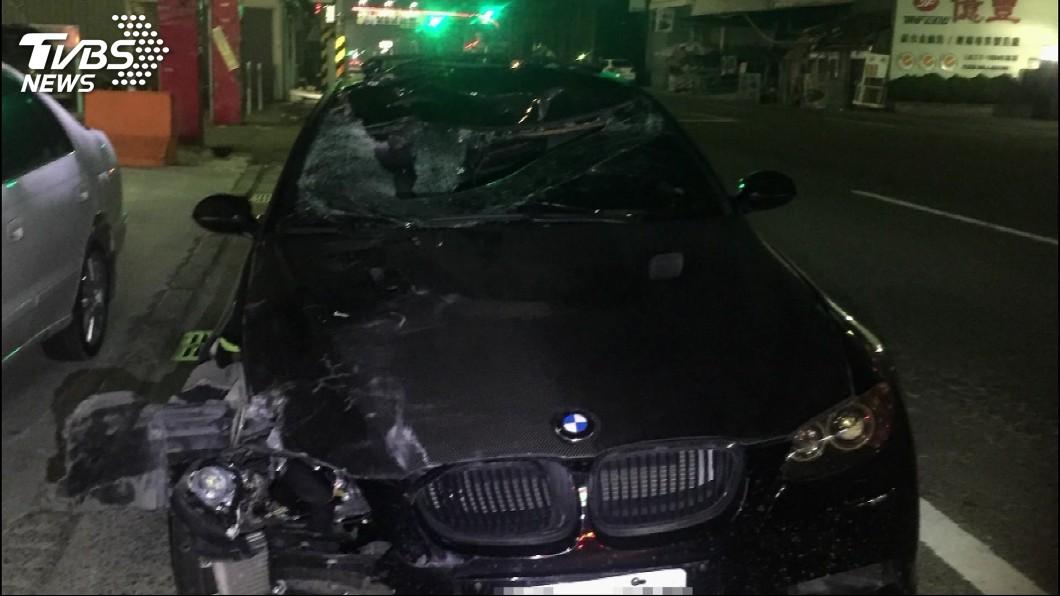 圖/TVBS 18歲男騎單車橫越馬路!撞上跑車 拋飛30公尺慘死