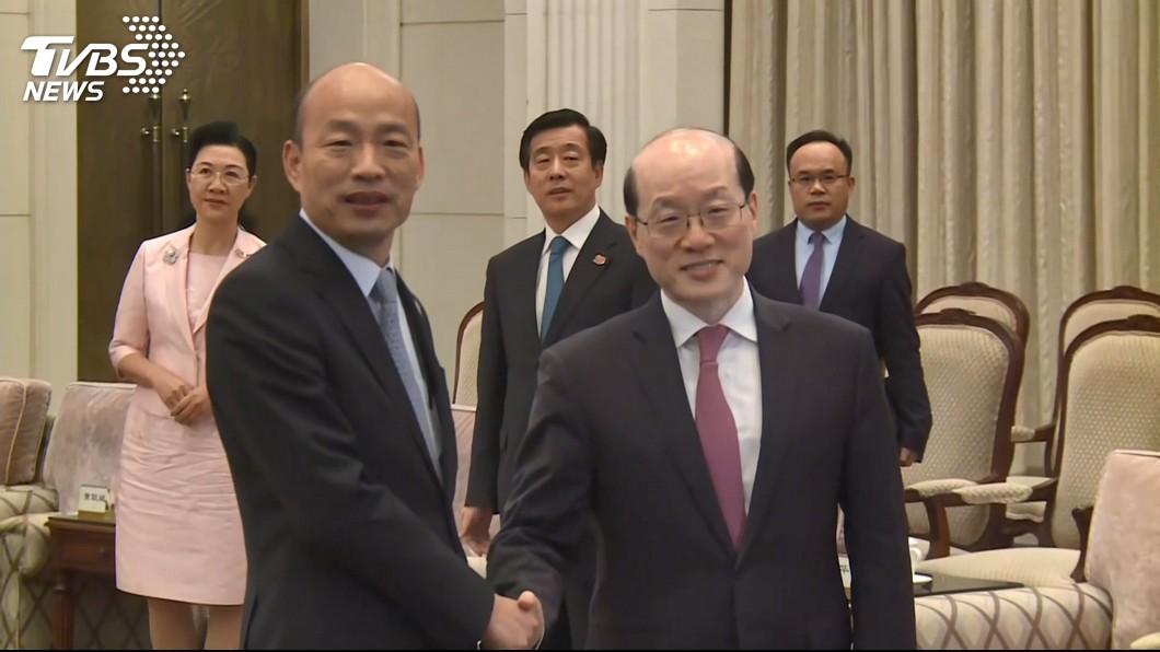 韓國瑜(左)25日下午與國台辦主任劉結一(右)會面。圖/TVBS