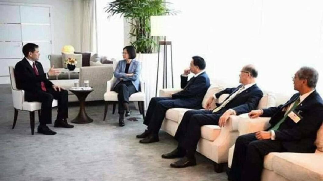 蔡英文接見美國參議員盧比歐。圖/翻攝自葉毓蘭臉書