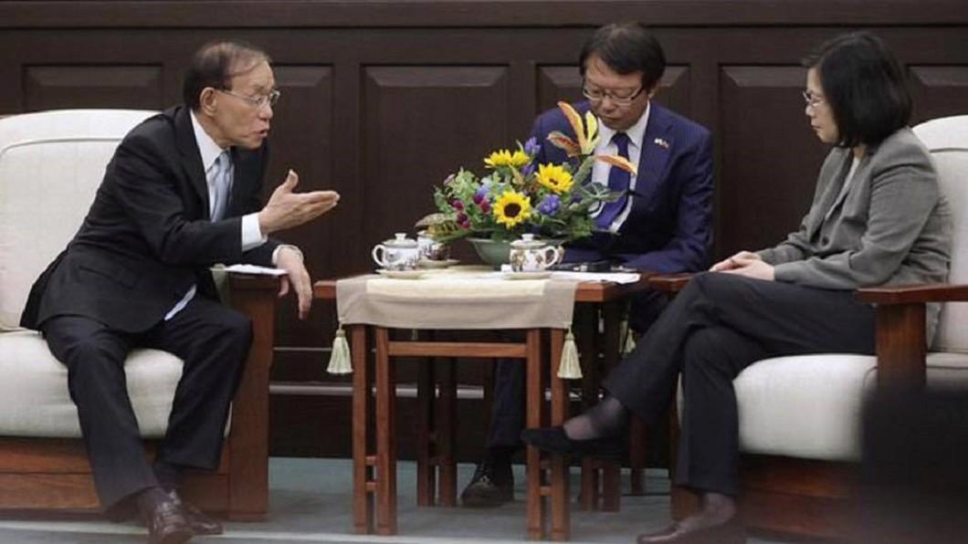 葉毓蘭貼出總統蔡英文接見外賓的照片。圖/翻攝自葉毓蘭臉書