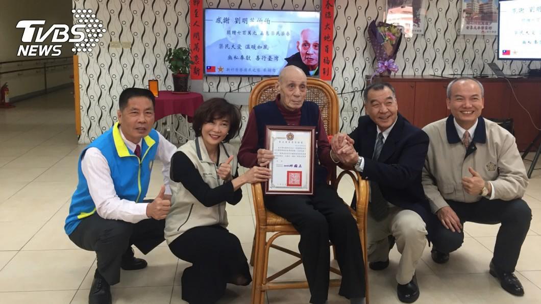 圖/TVBS 一條褲子穿20多年 88歲老榮民賣屋捐700萬