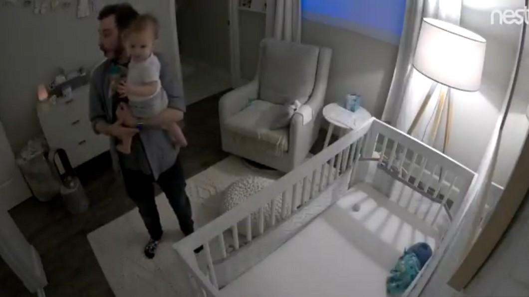 圖/翻攝推特 寶寶第一句話喊「嘿Google」 爸媽苦笑:科技傑作