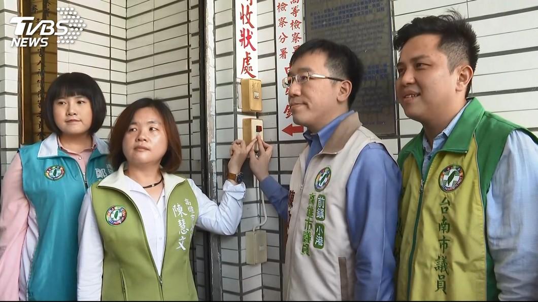 高雄市議員陳致中(右二)日前告高雄市長韓國瑜涉犯外患罪。圖/TVBS