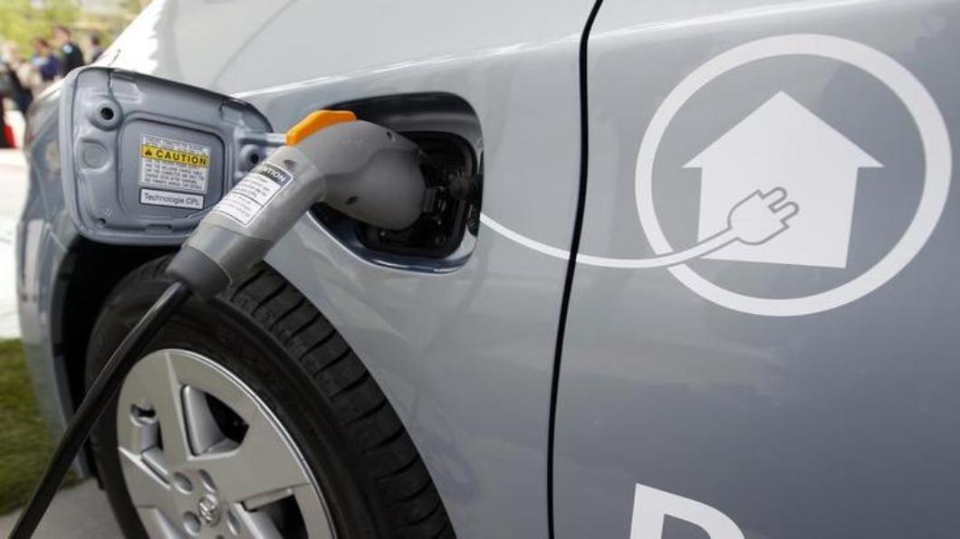 圖/達志影像路透  大陸大砍新能源車購車補貼 幅度降50%