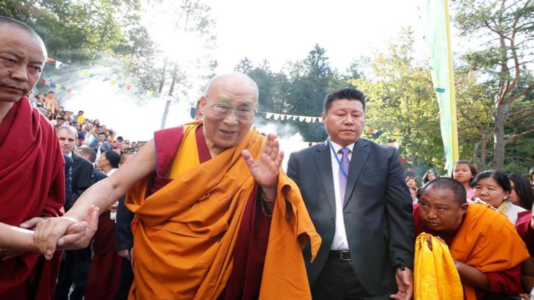 圖/達志影像路透 布達拉宮升五星旗 北京宣告統治西藏60年