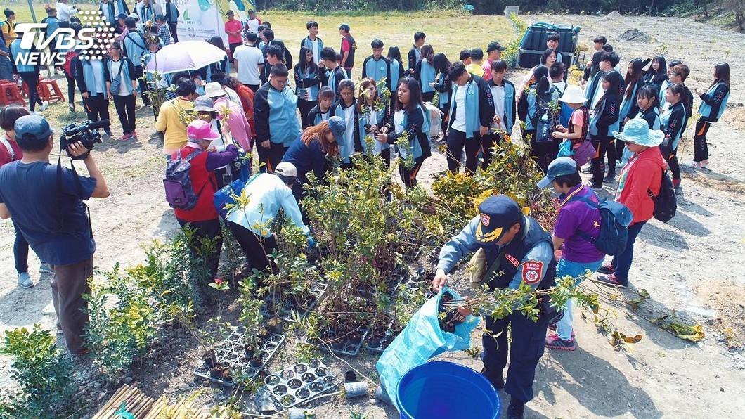圖/中央社 日月潭向山植樹400株 營造更好綠色環境