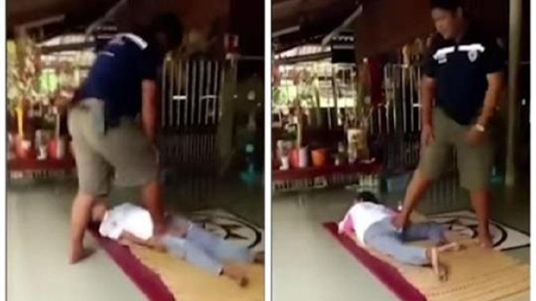 一名女子去做泰式按摩後導致殘疾,慘遭丈夫拋棄。(圖/翻攝自YouTube) 女去泰式按摩被踩斷腿 終身殘疾被夫拋棄