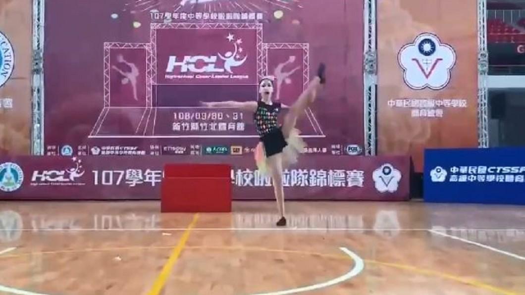 圖/翻攝自許老三粉絲團 臉書 13歲許俏妞啦啦隊跳舞奪冠! 小S:以她為榮