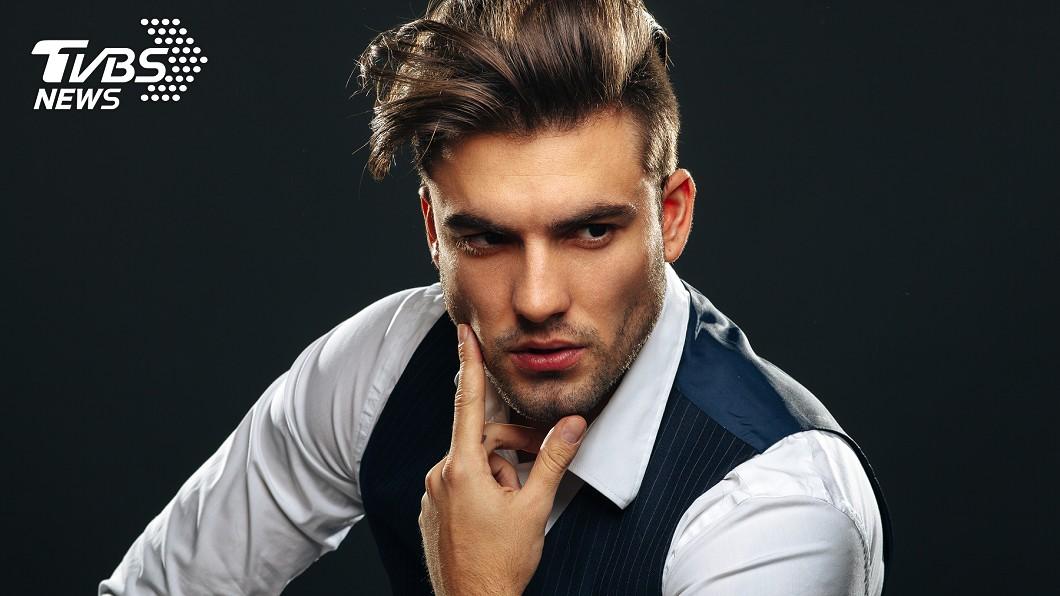 有研究指出,長得帥的人易被男雇主視為威脅。示意圖,圖/TVBS 帥是一種罪!研究證實:長相帥會讓老闆眼紅 升不了官