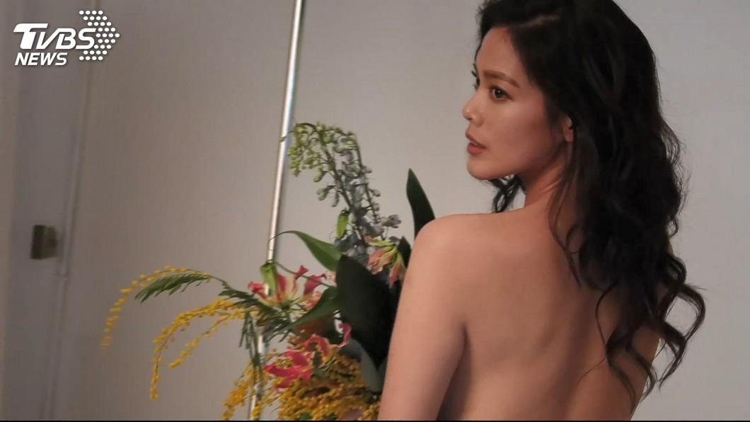 圖/TVBS 陳翊萱半年鏟肉21公斤 半裸上身拍美照