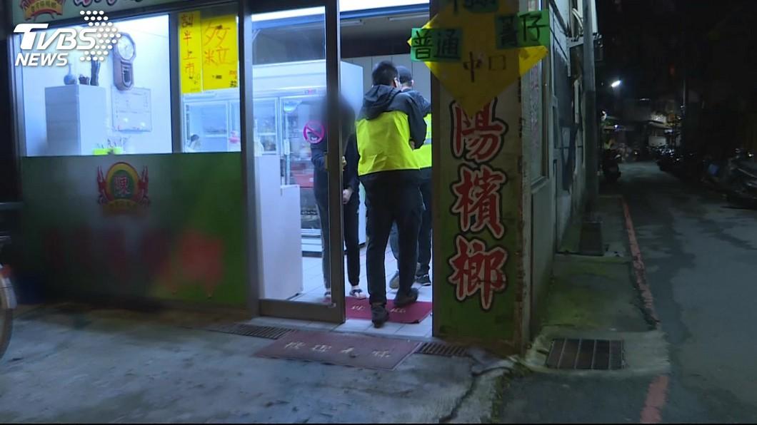 圖/TVBS 男家中遭友砍殺潑酸 眼部、四肢腐蝕臉中10公分刀傷