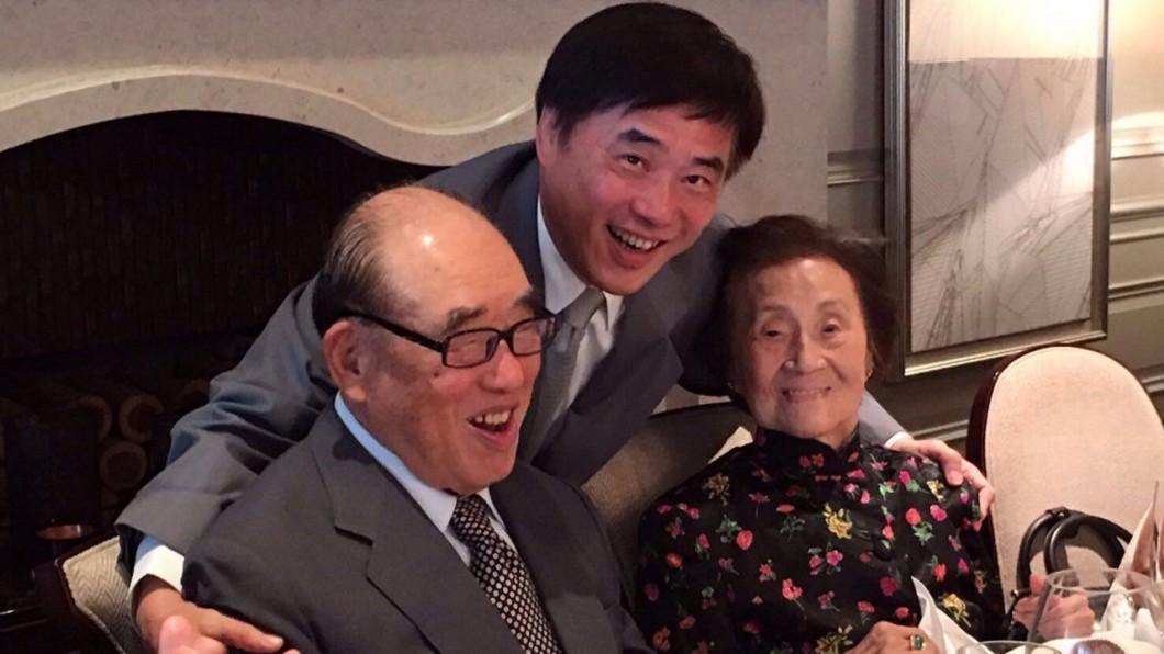 圖/翻攝自郝龍斌臉書 高齡百歲郝柏村驚傳「左側無力」 郝龍斌急送三總治療