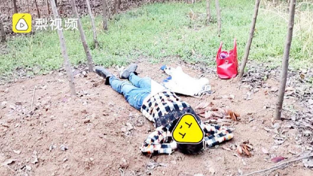 一名懷孕6月的孕婦,竟然利用人體運毒運送海洛英,期間因毒品爆開導致她昏死在樹林內。(圖/翻攝自梨視頻) 懷孕6月婦想賺錢 「人體運毒」59包海洛英爆開昏死