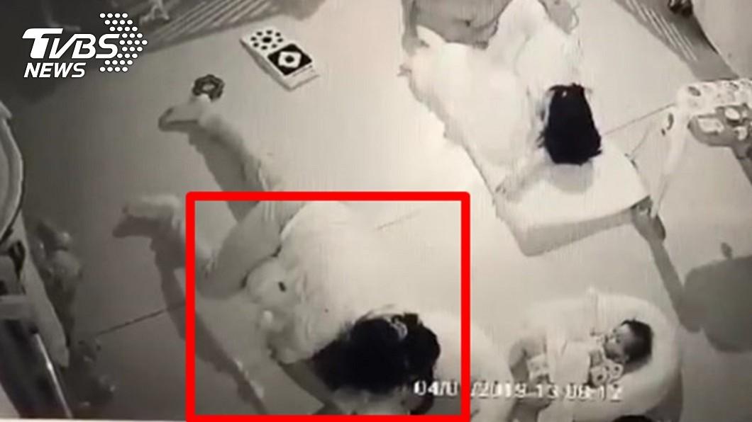 圖/TVBS 疑遭保母活活悶死 男嬰四肢掙扎畫面曝光