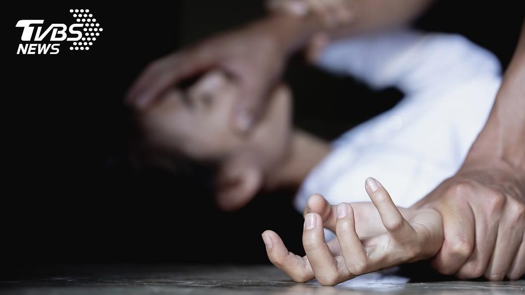少女被警方安置後竟又被狠父綁走。示意圖/TVBS