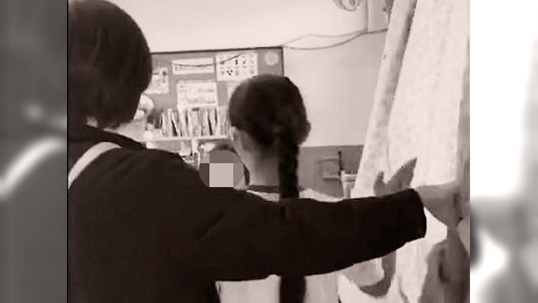 圖/翻攝臉書爆料公社 媽媽罩你!小四女兒被摑掌 虎母衝教室「私刑反霸凌」