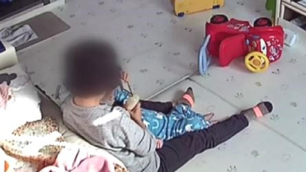 圖/翻攝自JTBC News YouTube 韓公家托嬰服務也出事! 保母虐待1歲嬰