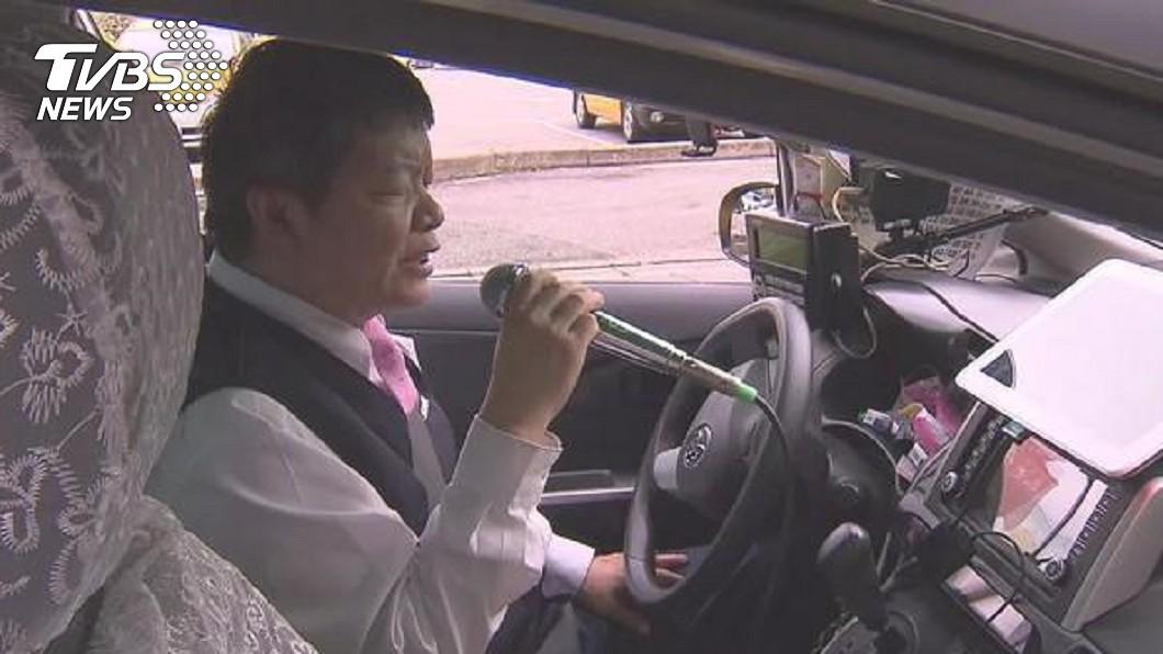 涂清涼因在計程車裝設KTV而成為網路紅人。(圖/TVBS) 警察怒了!開單遭嗆「全家不得好死」 網紅運將挨告