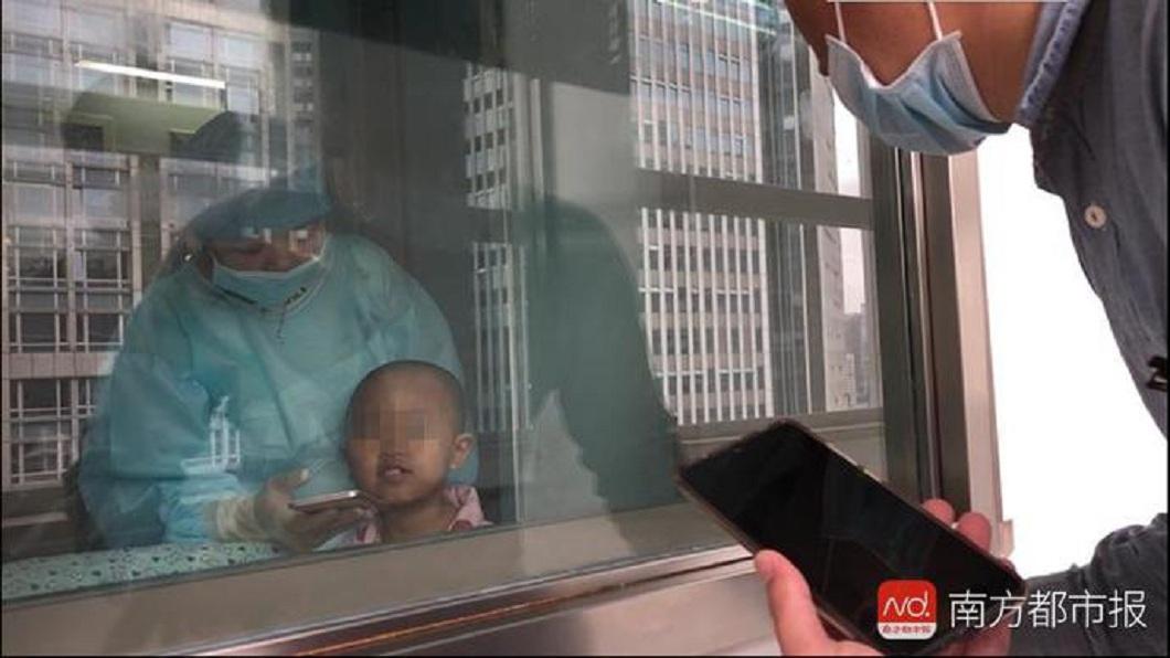 女童欣欣一出生就被診斷罹患地中海型貧血,等了6年好不容易配對到骨髓捐贈者,不料就在手術前捐贈者突然反悔。(圖/翻攝自陸網) 苦等6年配對成功…骨髓捐贈者突反悔 女童泣:我想健康