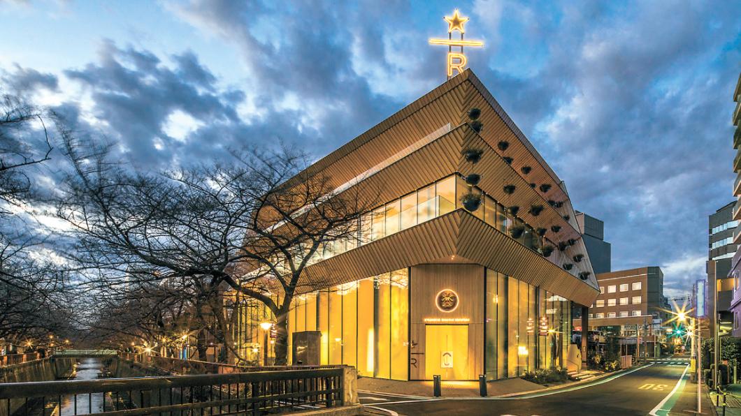 圖/翻攝星巴克官網 全球最大星巴克在這!巨型烘豆機延伸4樓 千朵櫻花點綴