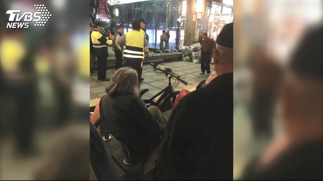 圖/TVBS資料畫面 因50元起衝突 艋舺公園香腸伯持刀刺死人遭訴