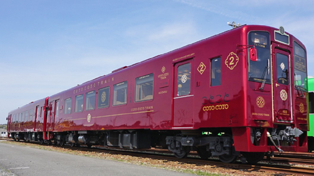 圖/翻攝自AsianBeat 感受在地風光 搭「特別列車」周遊日本