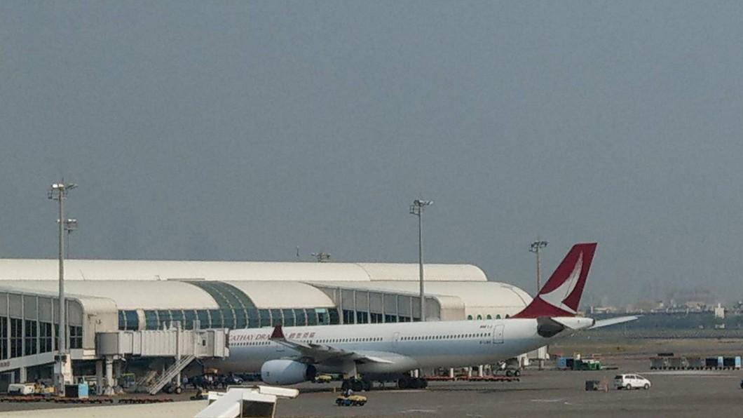 圖/高雄航空站提供 港龍航班冒煙初步排除鳥擊 疑引擎內部受損