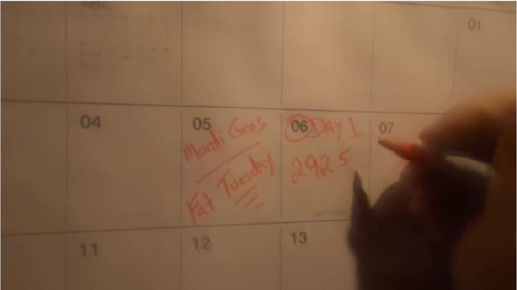 上個月6日是他禁食的第1天,他記下當時的體重是292.5磅。(圖/翻攝自YouTube)
