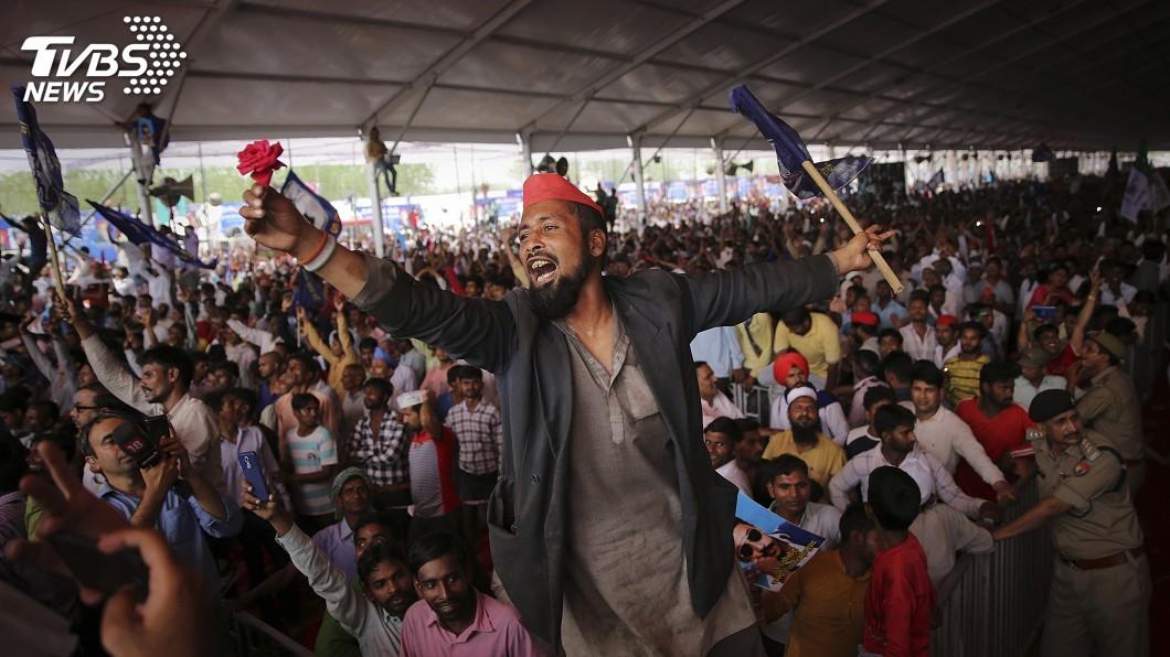 圖/達志影像美聯社 印度大選特色多 選民近9億、設投票所如探險